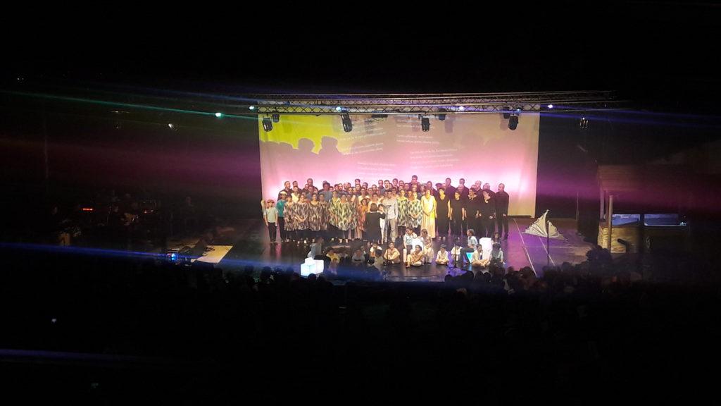 éclairage LED et traditionnel spectacle chorale